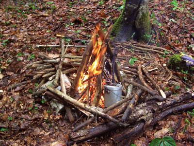 Wasserkochen am Lagerfeuer