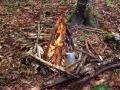 Slowenien - Wasser für Frühstückstee kocht am Lagerfeuer